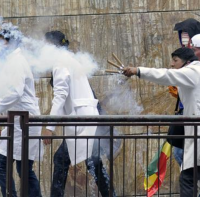 Bolivia: 17 injured in violent clashes during medical student protest