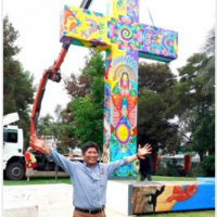 Bolivian artist, Mamani Mamani painted cross to receive the Pope in Chile